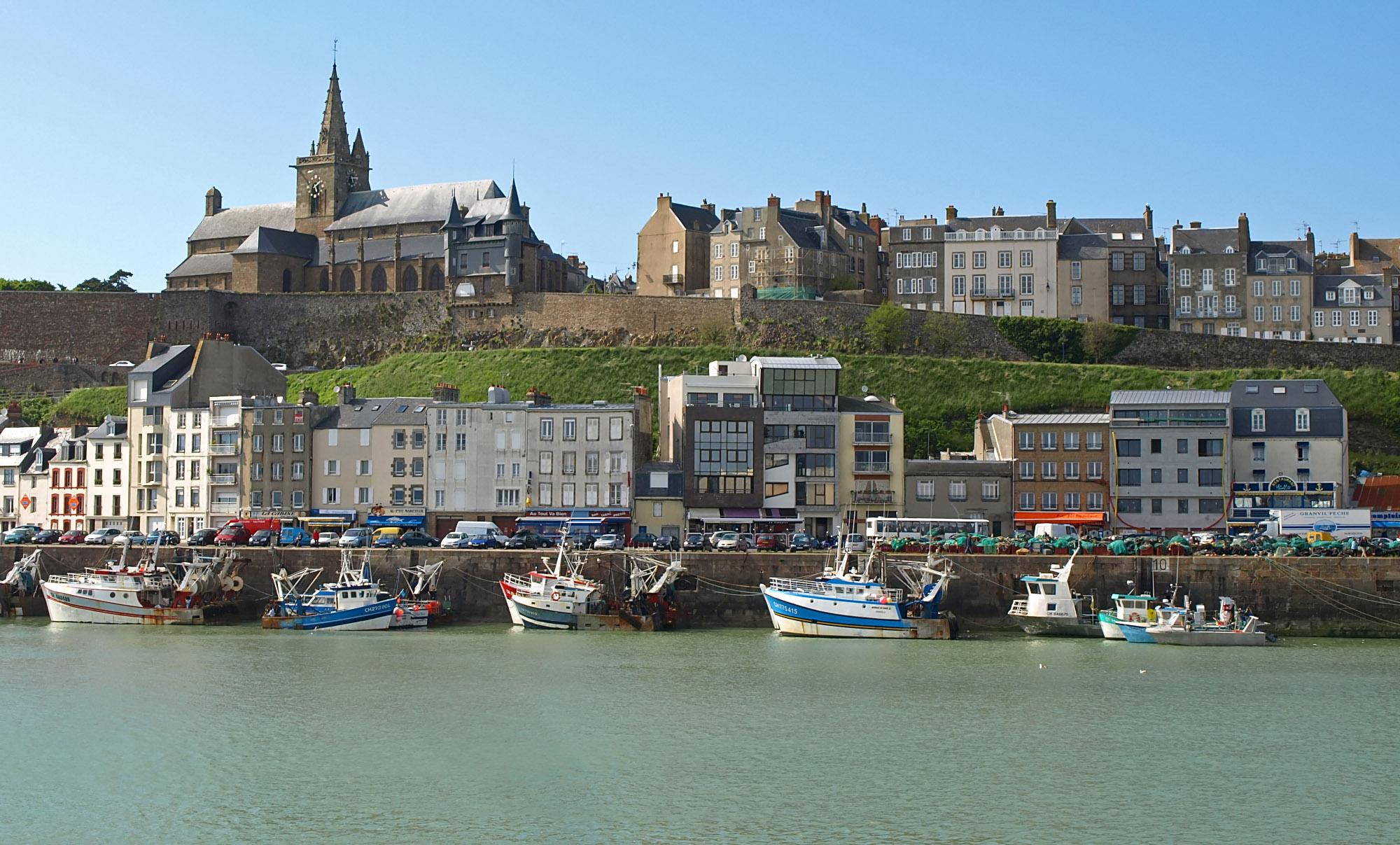 C tes normandes et bretonnes g te du grand manoir - Plus grand port de plaisance d europe ...